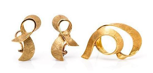 A Collection of Yellow Gold Jewelry, Italy, 7.00 dwts.