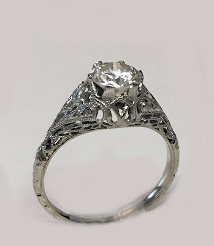 DIAMOND SOLITAIRE SET IN 18KT WHITE GOLD