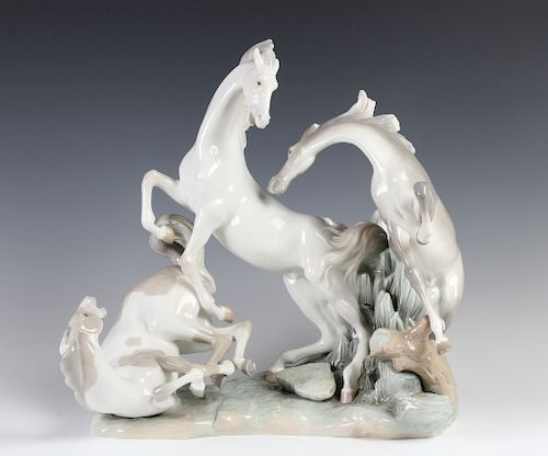 "/""WILD STALLIONS/"" ART POTTERY VASE HORSE VASE EQUESTRIAN VASES"