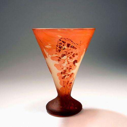 Raisins' vase, c. 1900
