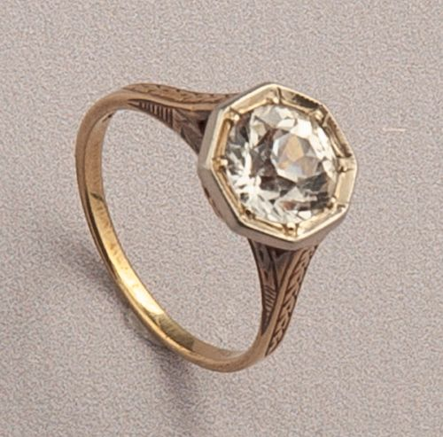 14K Vintage White Sapphire Ring
