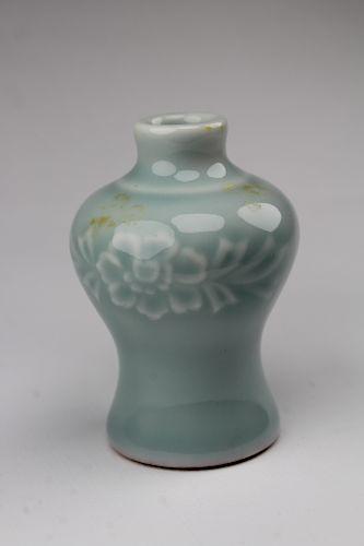 Antique Chinese Porcelain Miniature Vase