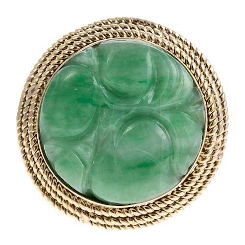 A Ladies Carved Green Jade Ring in 14K