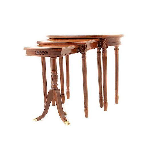 Juego de mesas nido. Siglo XX. Estilo Regencia y Luis XVI. En madera tallada y enchapada. Piezas: 3