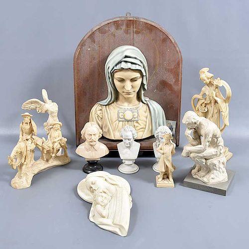Lote de 10 figuras decorativas. SXX. Elaboradas en resina. 2 con base de madera. Reproducciones de: El pensador de Rodin entre otros.