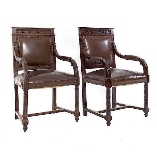 "Par de sillones. Siglo XX. México. En talla de madera. Con tapicería de piel color marrón. Respaldo cerrado, chambrana en ""H""."