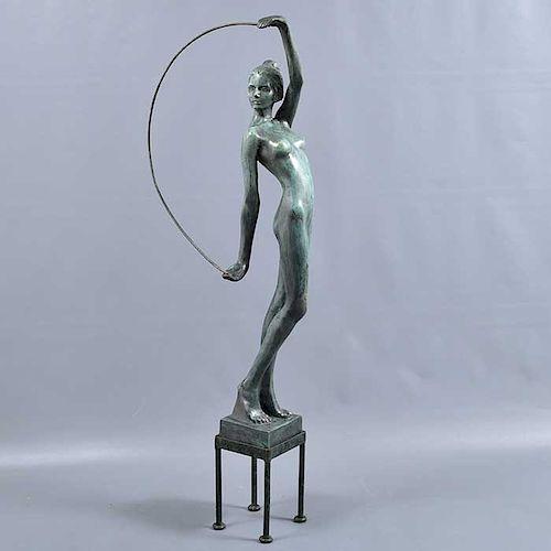 Javier Villareal. Mujer con arco. Elaborada en bronce patinado. P/A. Con base.