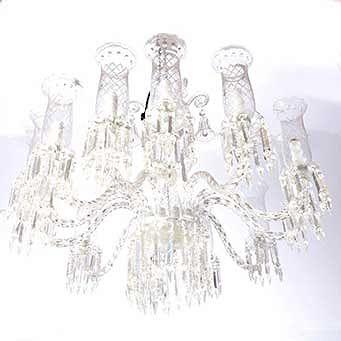 Candil. Checoslovaquia. Siglo XX. Elaborado en cristal cortado. Con fuste compuesto, brazos semicurvos y arandelas florales.