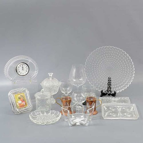 Lote mixto de 34 piezas. Diferentes orígenes. SXX. Elaborado en vidrio y cristal. 11 con soporte de cobre. Diferentes decoraciones.