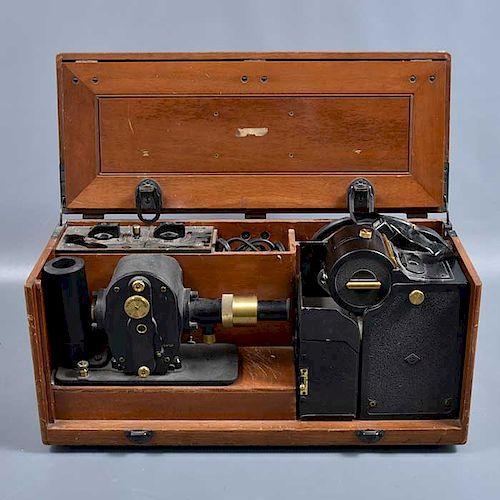 Electrocardiógrafo. Inglaterra. SXX. Marca Cambridge Instrument Co. Importado a México por Kelley-Koett MFG. Elaborado en metal.
