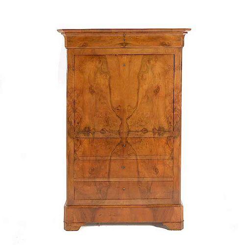 Secreter. Siglo XX. En talla de madera enchapada. Con cubierta rectangular de mármol, 5 cajones y puerta abatible con cajones...