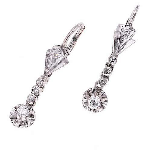 Par de aretes vintage con diamantes en plata paladio. 10 diamantes corte brillante 0.36ct. Peso: 3.2 g.