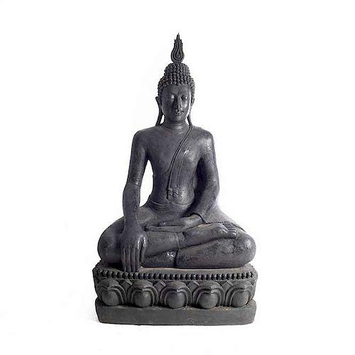 Príncipe Siddharta Gautama (Buda). Origen oriental. Siglo XX. Elaborado en fibra de vidrio. Con acabado a manera de piedra.