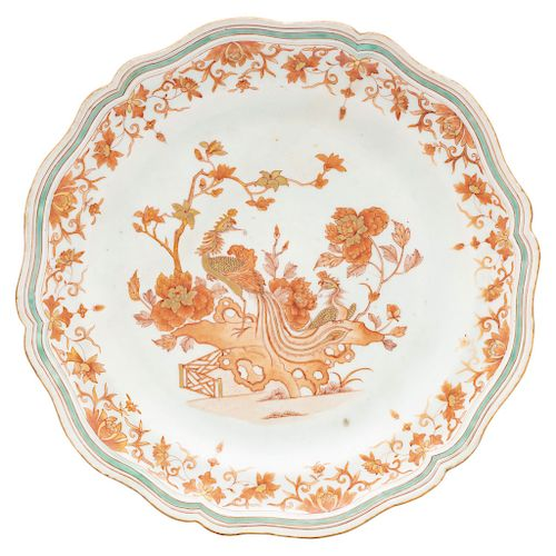 AN INDIA COMPANY EXPORT PORCELAIN DECORATIVE PLATE. 19TH CENTURY.