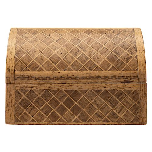 A WOODEN BOX. 20TH CENTURY.