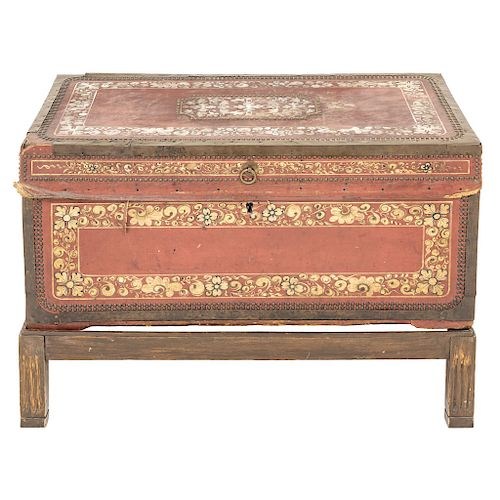 A CORDOBAN LEATHER TRUNK. EARLY 20TH CENTURY.