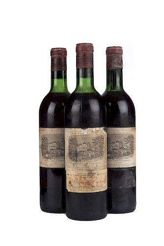 Château Lafite Rothschild. Cosecha 1970. Pauillac. Niveles: dos en el cuello y una en la punta del hombro. Piezas: 3.
