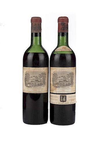 Château Lafite Rothschild. Cosecha 1966. Pauillac. Niveles: en la mitad del hombro. Piezas: 2.
