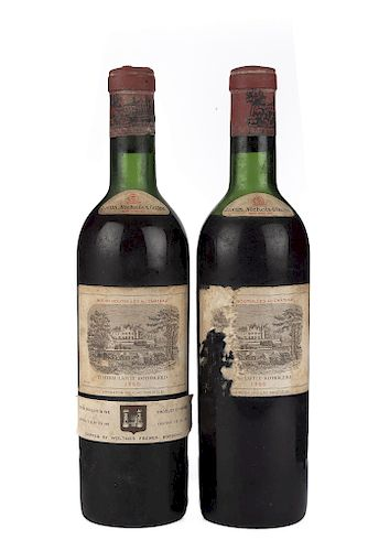 Château Lafite Rothschild. Cosecha 1966. Pauillac. Niveles: una en el hombro superior y una en la mitad del hombro. Piezas: 2.