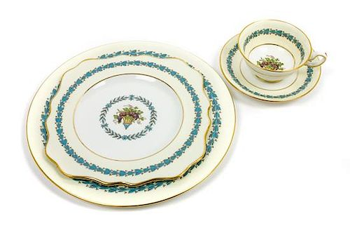 * A Wedgewood Porcelain Dinner Service Diameter of dinner plate 10 1/8 inches.