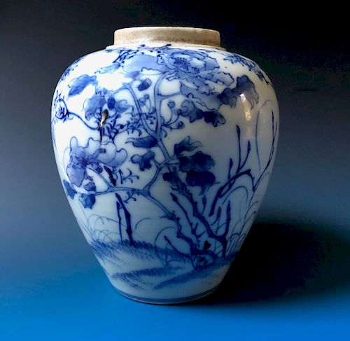 CHINESE ANTIQUE BLUE AND WHITE PORCELAIN VASE, 19C