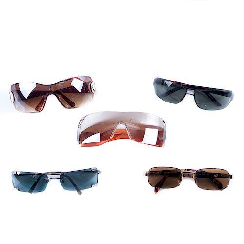 Lote de lentes para sol. Siglo XX. Elaborados en metal cromado, pasta, acetato y micas entintadas. Pzs: 5