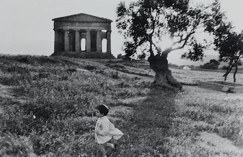 "DAVIDSON, Bruce. Gelatin Silver Print. ""Sicily""."