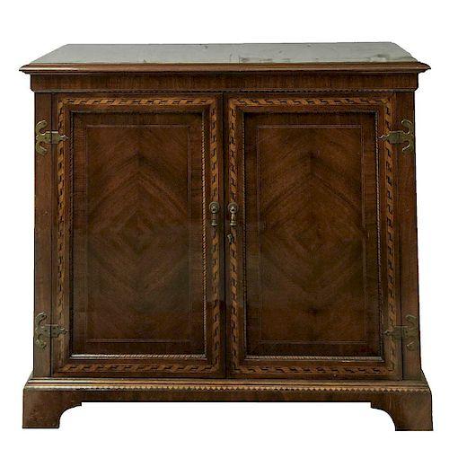 Cómoda. Siglo XX. De la marca Alfonso Marina. Elaborada en madera tallada y enchapada. Con cubierta rectangular y 2 puertas abatibles.