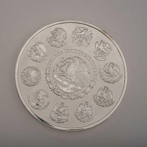 Moneda conmemorativa. México, 2009. Elaborada en plata Ley 0.999. Valor facial de $100, con Calendario Azteca. Peso: 1000 g.