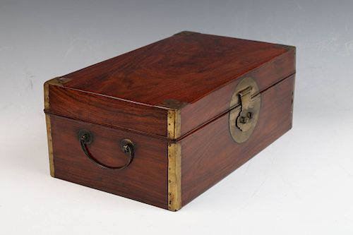 A RARE AND FINE HUANGHUALI BOX, 18/19TH C.