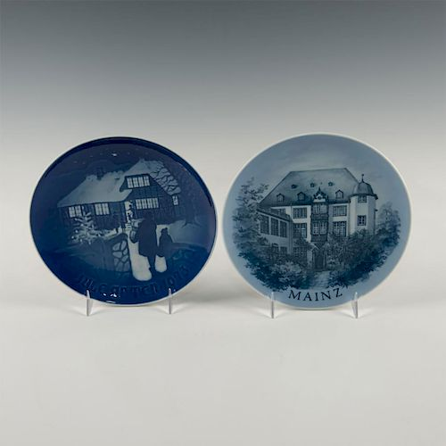PAIR OF DENMARK-MADE LIMITED EDITION DELFTWARE PLATES