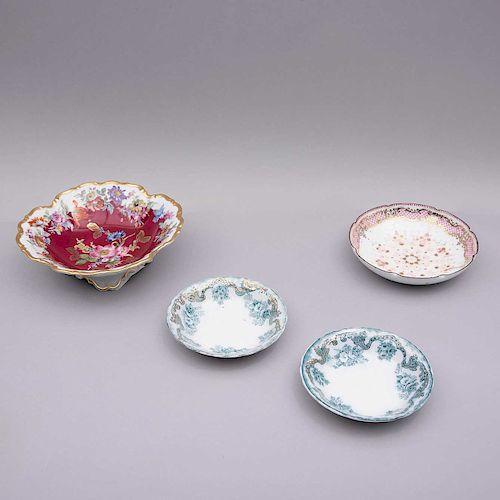 Lote de platos decorativos. Alemania, Inglaterra y Austria, siglo XX. Elaborados en porcelana Bavaria, semiporcelana Hardwood.Pz: 4