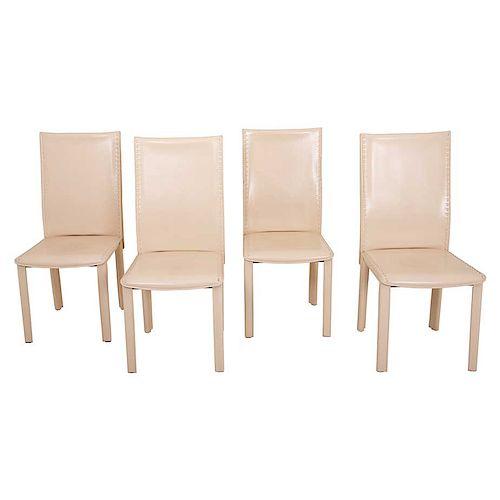 Juego de sillas Treccia. De la marca Roche Bobois. Estructura de acero con respaldos cerrados, asientos en tapicería de piel.Pz:4