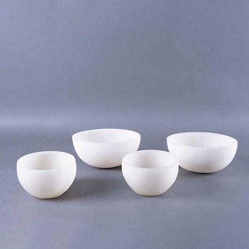 Lote de centros de mesa. México,S.XX. Elaborados en ónix y alabastro. 2 De la marca Ecléctica. Diseños ovales y semiesféricos. Pzs: 4