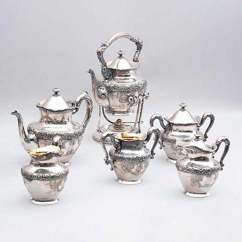 Juego de té. E.U.A., principios del siglo XX. Estilo Art Nouveau. Sellado MERIDEN B. Fabricado en metal plateado. Pz: 8