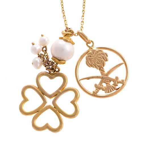 A Ladies Chain and 2 Pendants in 18K Gold