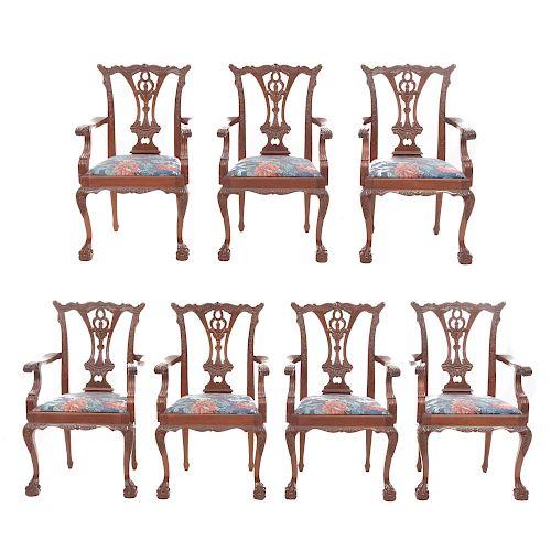 Lote de 8 sillones. Siglo XX. En talla de madera. Marca Chippendale. Con respaldos semiabiertos y asientos en tapicería floral.