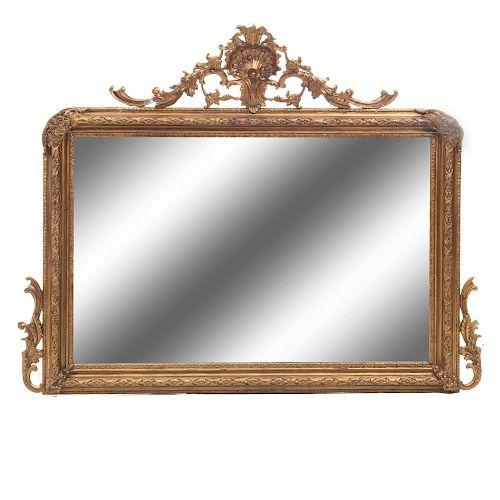Espejo. Siglo XX. En talla de madera estucada y dorada. Con luna rectangular biselada. Con remate avenerado. 130 x 143 x 8 cm.