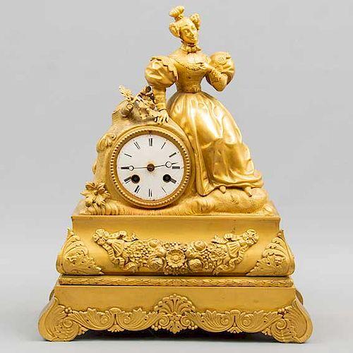 Reloj de chimenea. Origen europeo. 1969. Elaborado en bronce dorado. Mecanismo de cuerda y péndulo. 40 x 33 x 12 cm.
