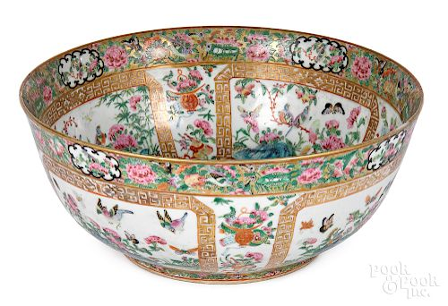 Chinese export porcelain famille rose bowl