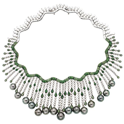CHOKER AND PAIR OF EARRINGS SET WITH DIAMONDS, PEARLS AND EMERALDS. 18K WHITE GOLD