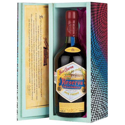 Reserva de la Familia. Tequila extra añejo. 100% Agave. Jalisco. La caja fue diseñada por Enrique Rosas.