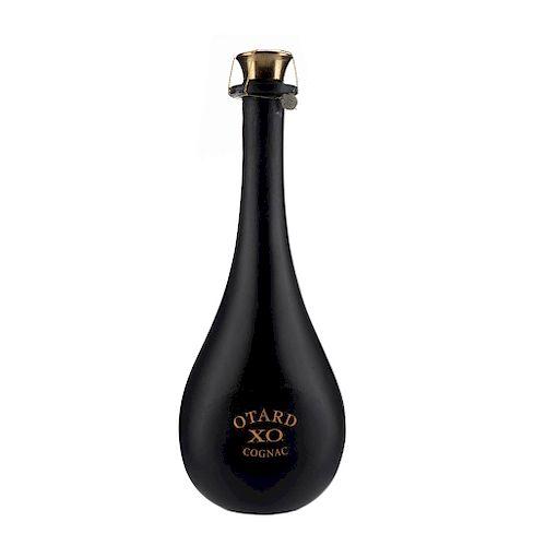 Otard. X.O. Cognac. France. Estuche de madera con deterioro.