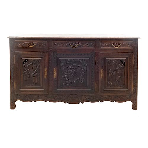 Trinchador. Francia. Siglo XX. Estilo Bretón. En madera de roble. Con cubierta rectangular, 3 cajones y 3 puertas. 109 x 190 x 50 cm.