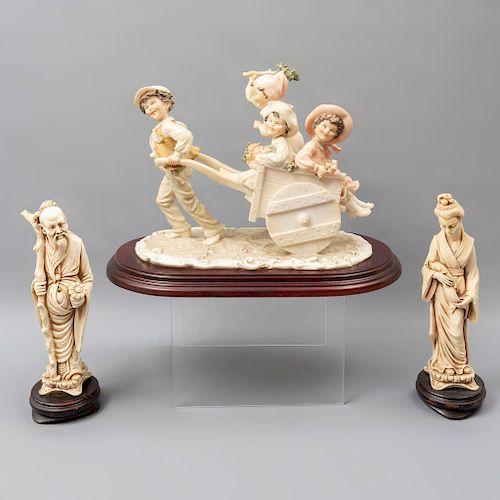 Sabio, dama y carruaje. Origen oriental. SXX. En pasta y resina. Una con acabado a manera de porcelana. Con bases. 23 x 15 x 29 cm.