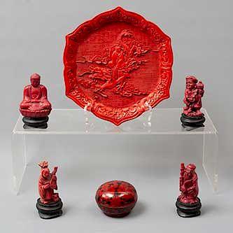 Lote mixto de 6 piezas. Origen oriental. SXX Elaborados en resina. Consta de: depósito, plato decorativo, Principe Siddartha y 3 dioses