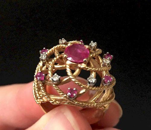 A BEAUTIFUL 14k YELLOW GOLD DIAMOND AND RUBY RING