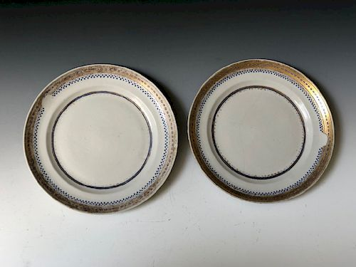 A PAIR OF CHINESE ANTIQUE EXPORT FAMILLE-ROSE PLATES