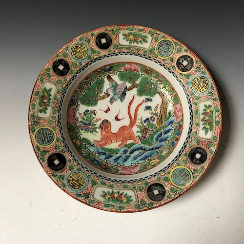 A CHINESE ANTIQUE  FAMILLE ROSE PORCELAIN PLATE. 19C