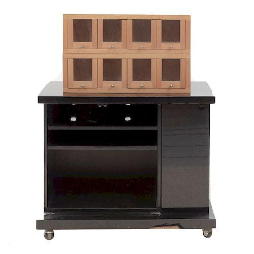 Lote de 3 piezas. Siglo XX. Consta de: Mueble para T.V. En aglomerado y madera laqueada (70 x 90 x 50 cm.) y Par de alacenas.